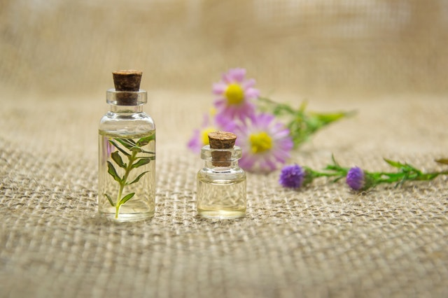 aromatherapy-bottles-close-up-672051